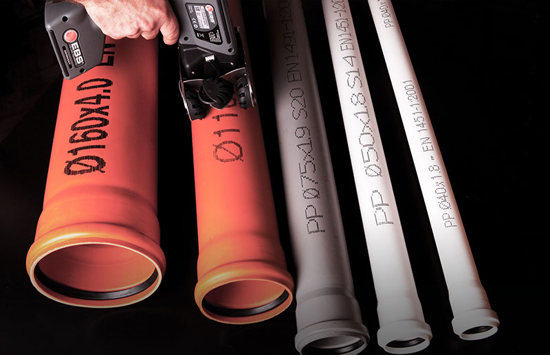 Handjet stampa su tubi in plastica